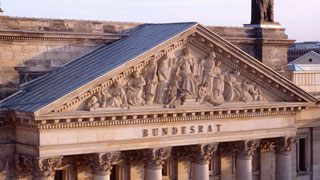 Foto: Relief with figures on the Bundesrat building